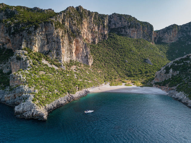 Secluded_beach_Ntamos